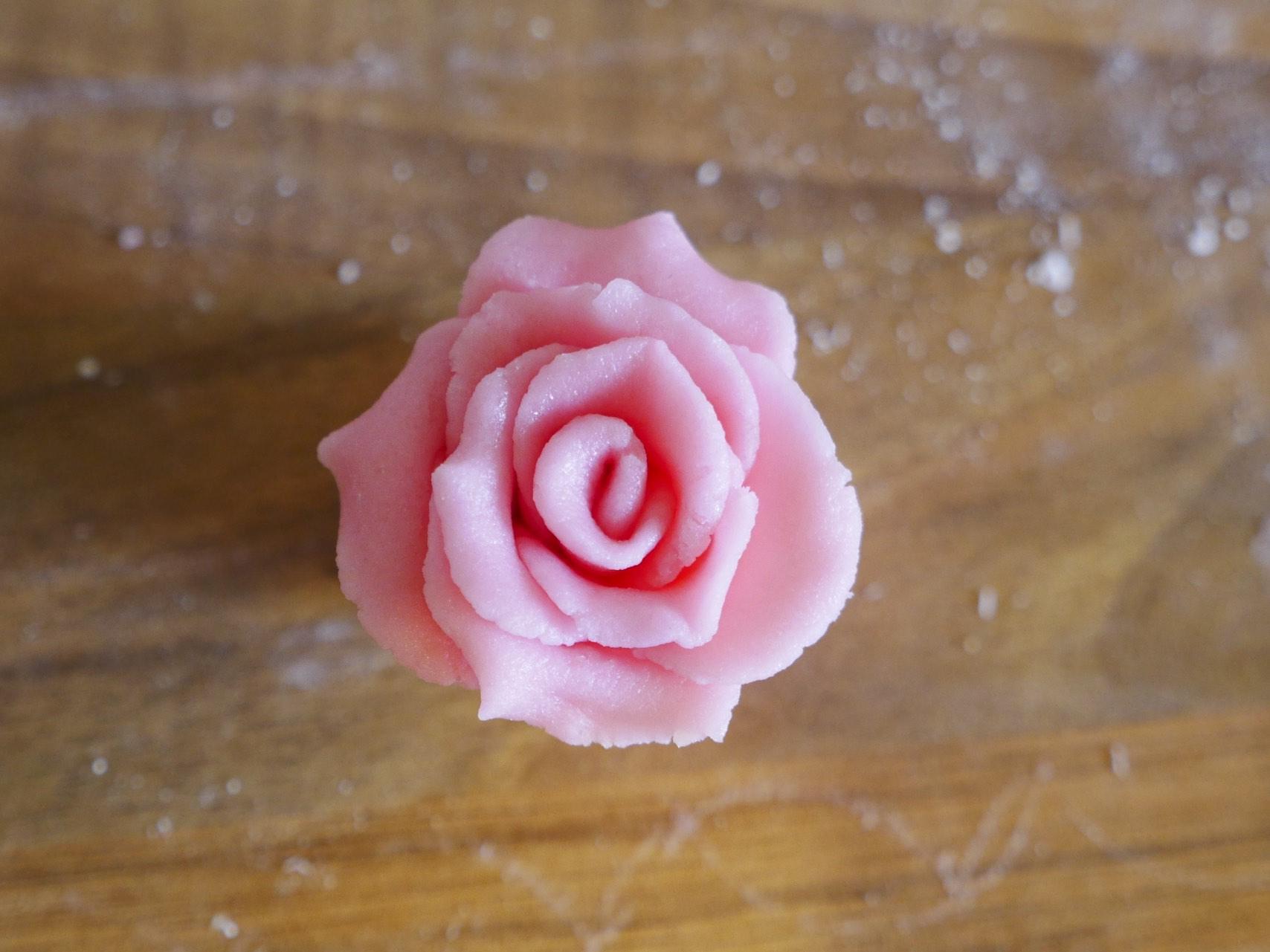 Fast & Simple Sugar Rose Tutorial
